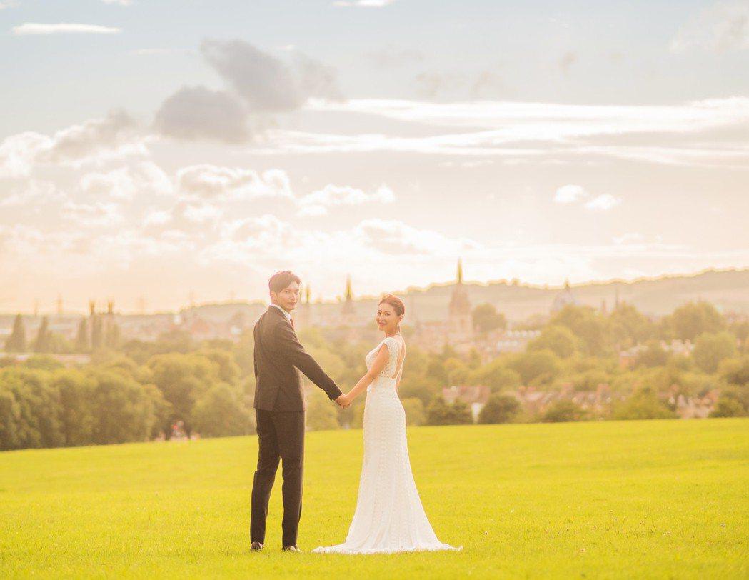 周明璟和老公的婚紗照曝光。圖/經紀人提供