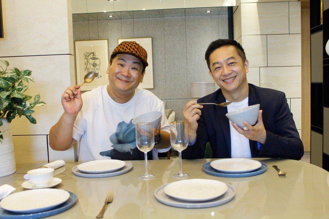 陳昭榮(右)與爆爆南下高雄直播賣房產。圖/翰成數位直播提供