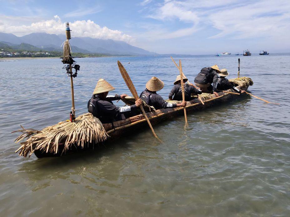 台、日學術界合作驗證日本祖先3萬年前來自台灣?,研究團隊今天下午一點左右在長濱鄉烏石鼻出發,航向日本與那國島。記者羅紹平/攝影