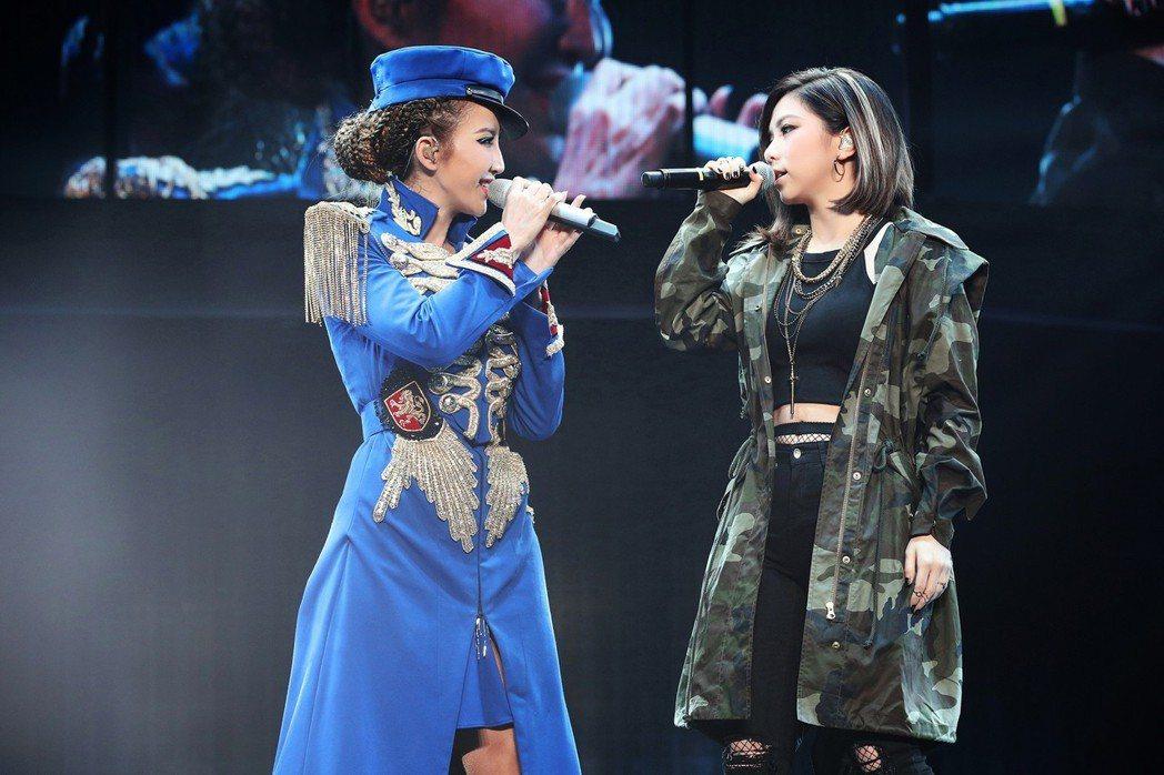 李玟(左)曾邀鄧紫棋擔任演唱會嘉賓。圖/理響音樂提供