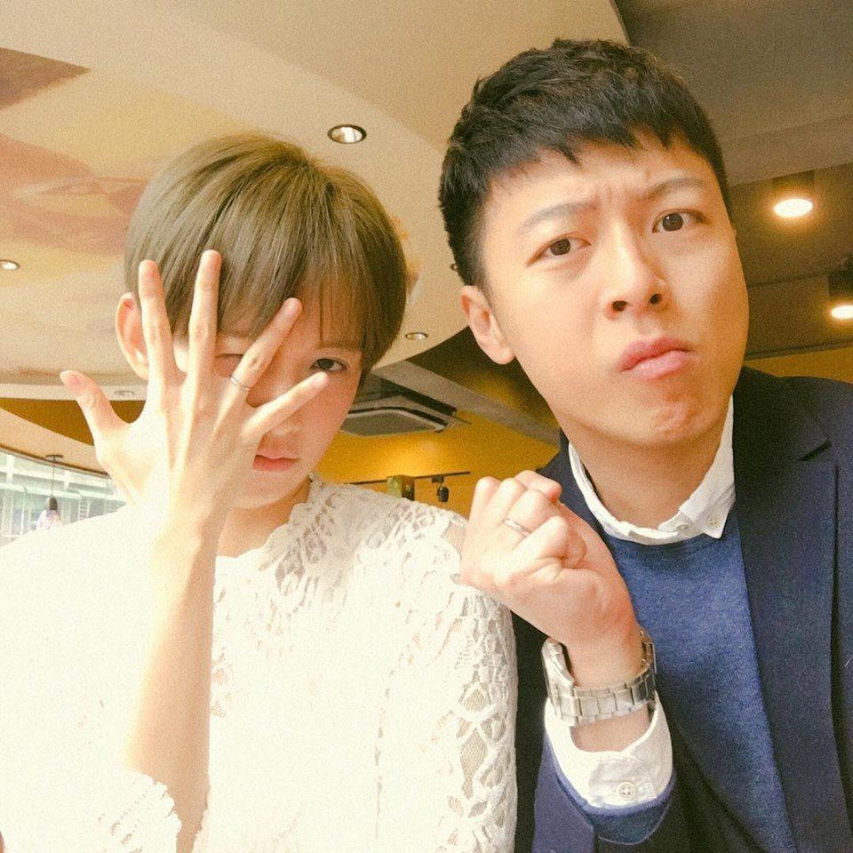 袁艾菲(左)與老公老魚新婚曬恩愛。圖/摘自臉書