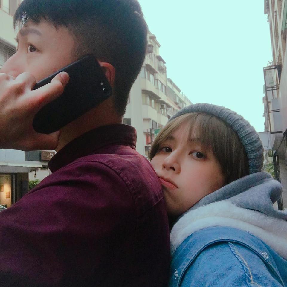 袁艾菲(右)與老公老魚新婚曬恩愛。圖/摘自臉書