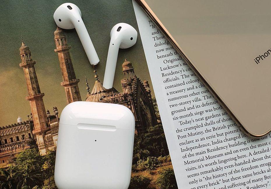 網友認為一副無線耳機要價5290元,令他買不下手,甚至懷疑為何路上一堆人戴著AirPods。報系資料照片/記者黃筱晴攝影