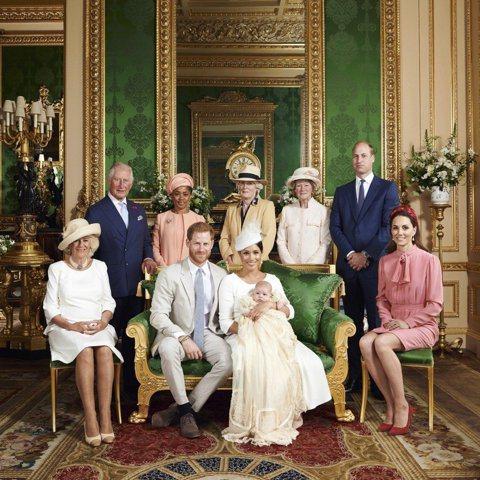 哈利王子、梅根馬克爾於今年5月喜獲麟兒亞契,6日在溫莎城堡的伊莉莎白女王私人教堂舉辦受洗儀式,根據一名與皇室親近的消息人士指出,會選在這個教堂,除了這是哈利與梅根向女王表達敬意的方式,並同時認為這裡...