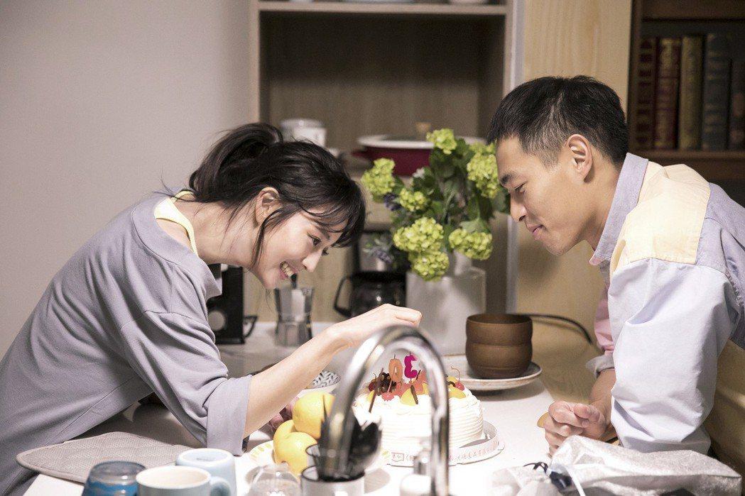 楊祐寧(右)、張鈞甯力挺五月天。圖/相信提供