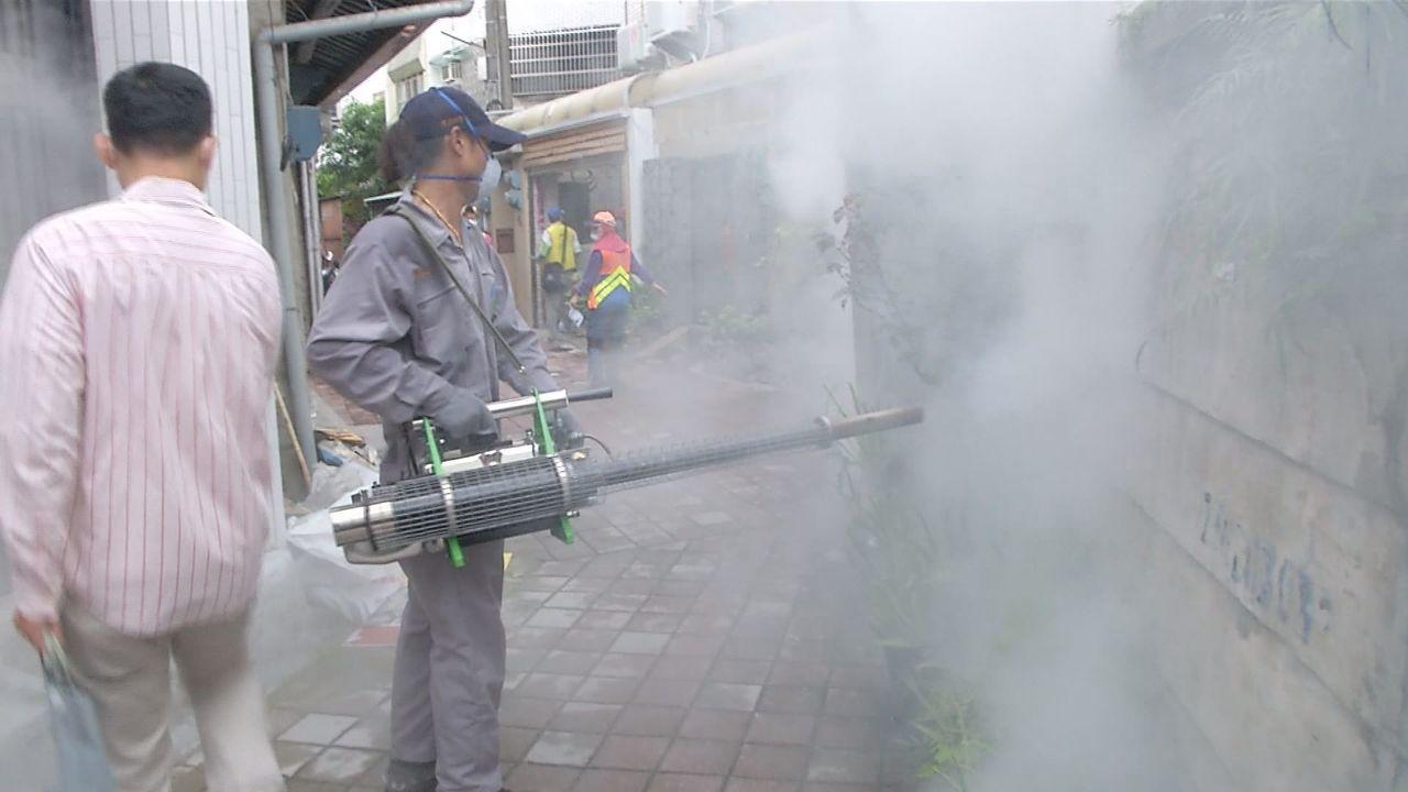 台南市防疫人員昨天以中西區開山里為中心進行區塊防治。 記者鄭維真/攝影