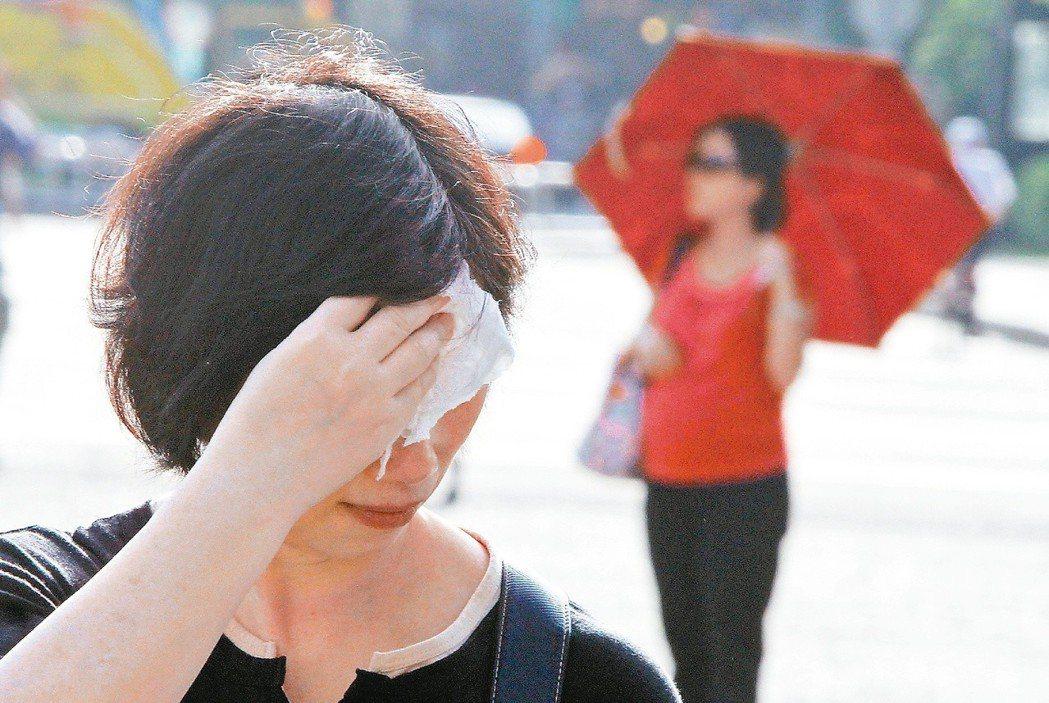 睡前塗止汗劑,能讓止汗劑的效果能一路維持到隔天。 圖/聯合報系資料照片