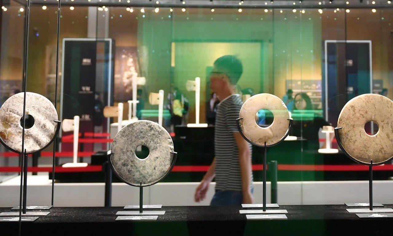 遊客走進良渚博物館參觀。 (中新社)