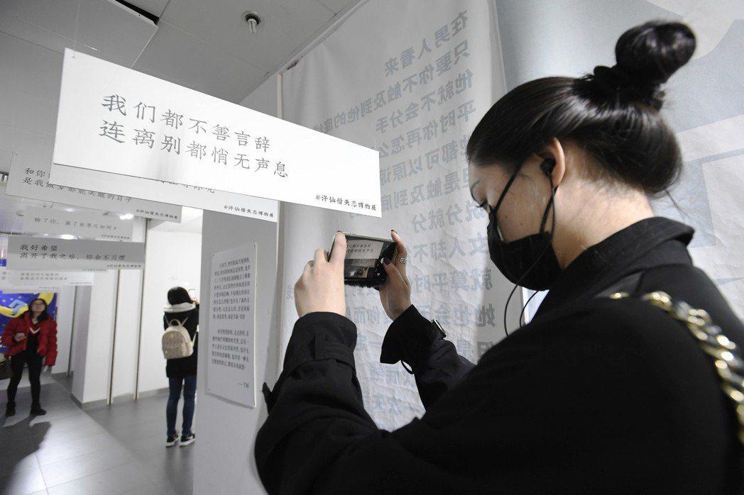 成都市青羊區一商場內的「失戀博物館」,展出100件來自大陸各地的失戀物品。 (中...