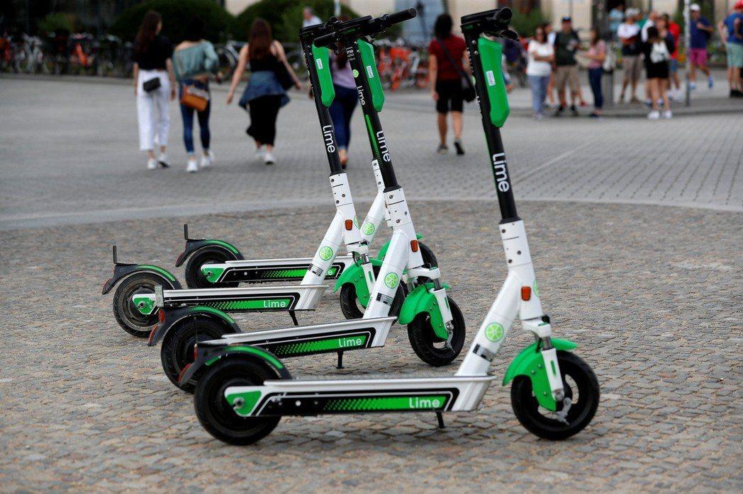 萊姆單車(Lime)表示,所有電動滑板車零件都能重複使用。(路透)