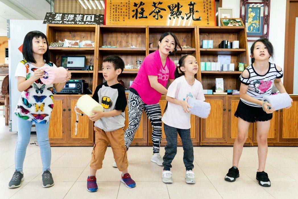 9/14星源茶園&青出宜蘭農業運銷合作社,將帶遊客採茶體驗跳農村舞蹈,與製作綠茶...