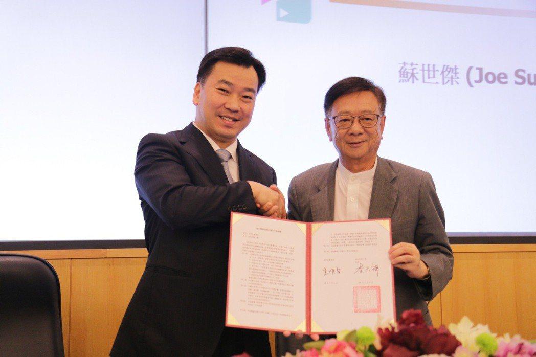 李天祥校長(左)、宣明智董事長(右)代表簽署MOU。 洪紹晏/攝影