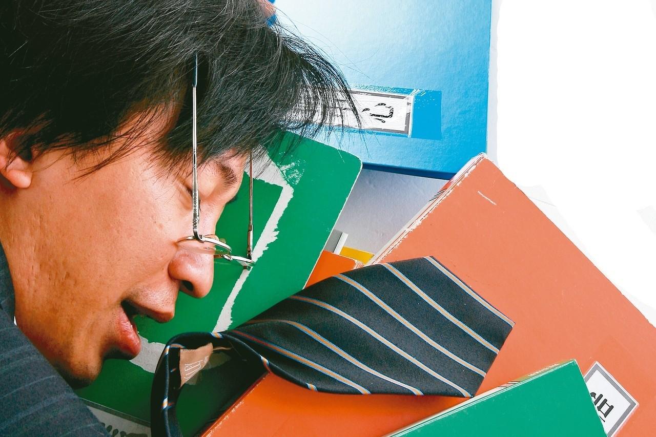 國內的調查研究指出,員工抱病上班,對工作效率造成影響。 圖/聯合報系資料照片
