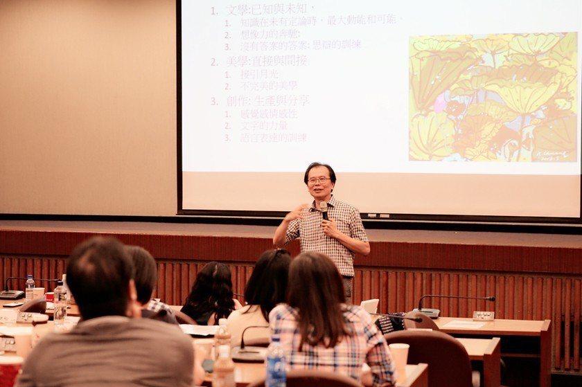 莊坤良曾任臺師大英語系主任、前國際事務處處長,近年嘗試繪畫創作,並在部落格與臉書...
