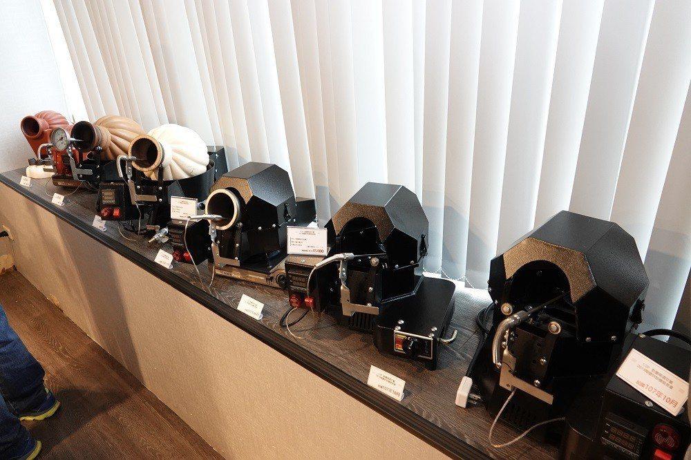 週年慶期間,全店飲品及咖啡豆一律8折優惠,4款新款陶甕咖啡機也在店內展示,舊機款...