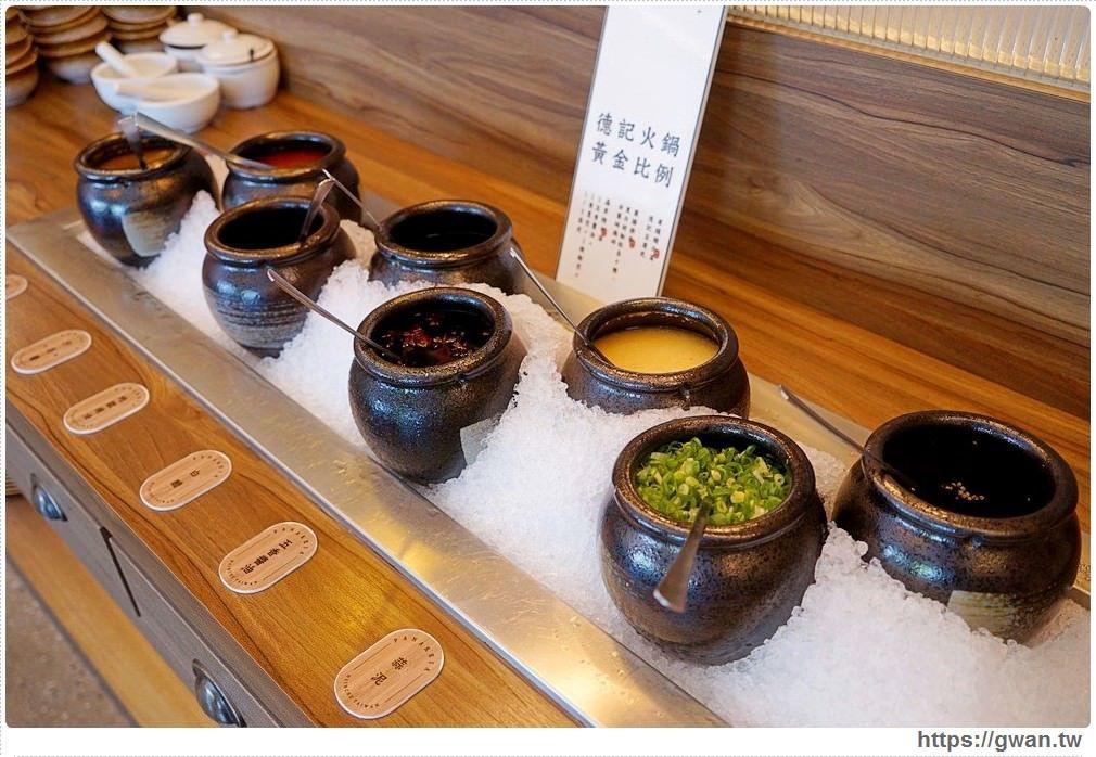 連醬料檯都打造成中藥櫃概念,八種醬料可以依自己的口味作搭配。圖/跟著關關看世界授...