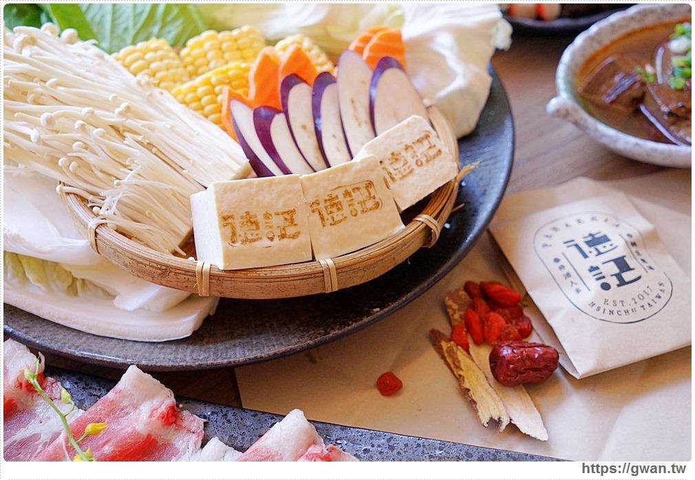菜盤都是新鮮蔬菜和菇類,煮進藥膳湯裡香噴噴。圖/跟著關關看世界授權提供