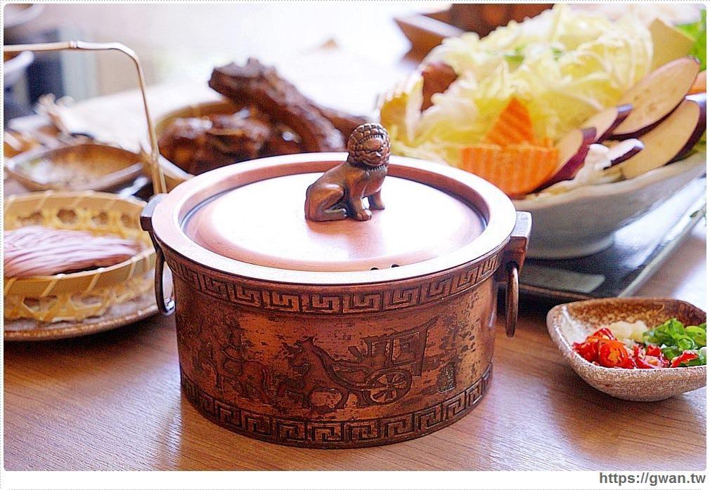 鍋具使用充滿中國風的古銅鍋,看起來很有質感。圖/跟著關關看世界授權提供