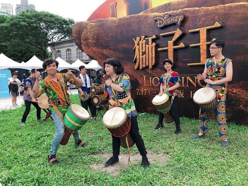 ▲《獅子王》非洲鼓表演,保證神秘又震撼,表演後也提供非洲鼓體驗教學喔。 圖/聯合...