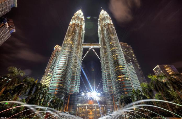 ▲馬來西亞景點-吉隆坡雙峰塔。(圖/Tripbaa趣吧!亞洲自由行專家)