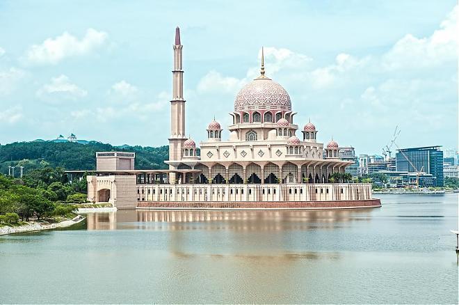 ▲馬來西亞旅遊景點-布城粉紅清真寺。(圖/Tripbaa趣吧!亞洲自由行專家)