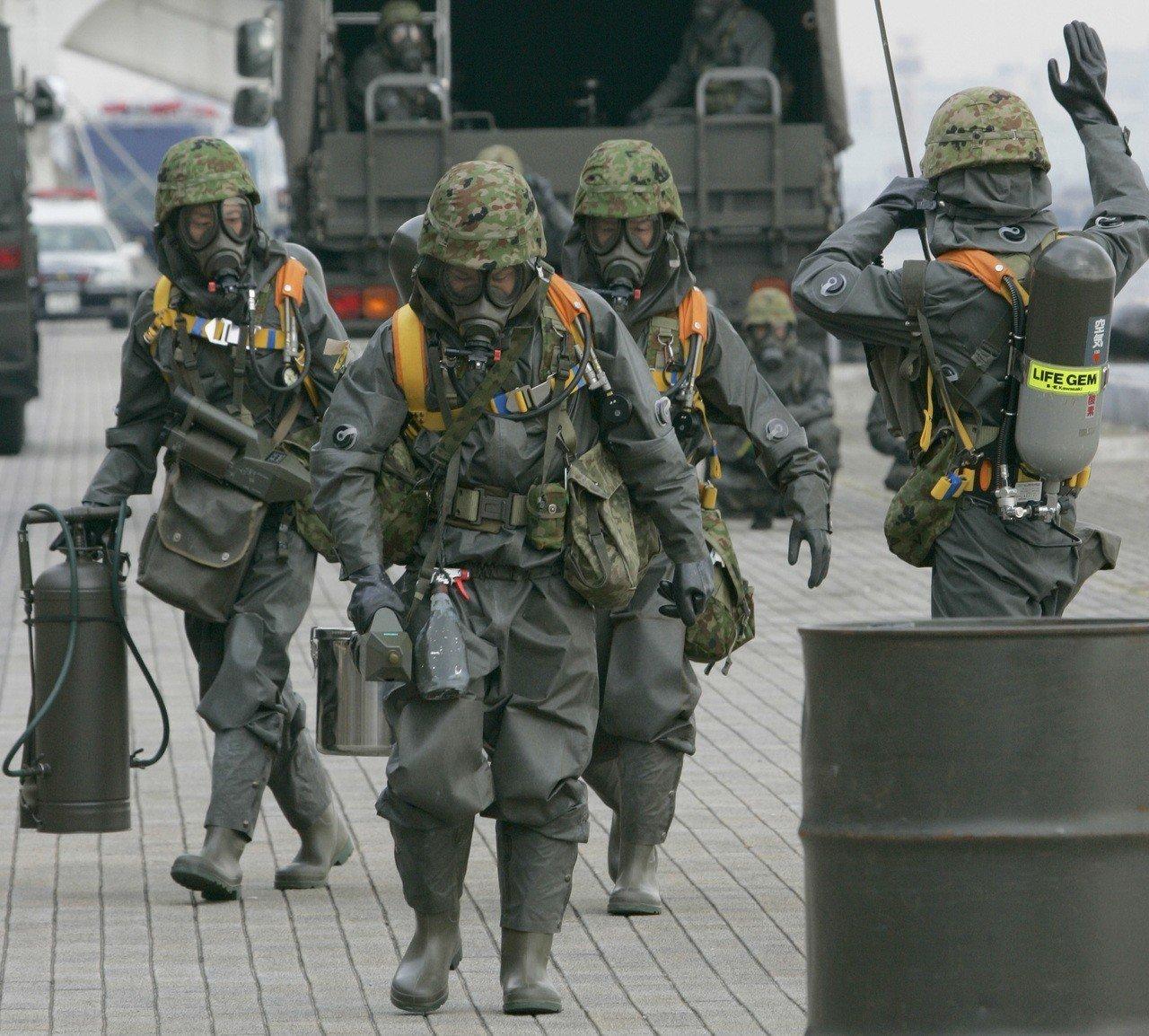 日本自衛隊反生化武器部隊。美聯社
