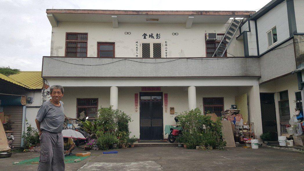苗栗縣公館鄉民劉增福的住家,過去曾經發生4年遭3次雷擊的意外,造成電視機損壞,近...