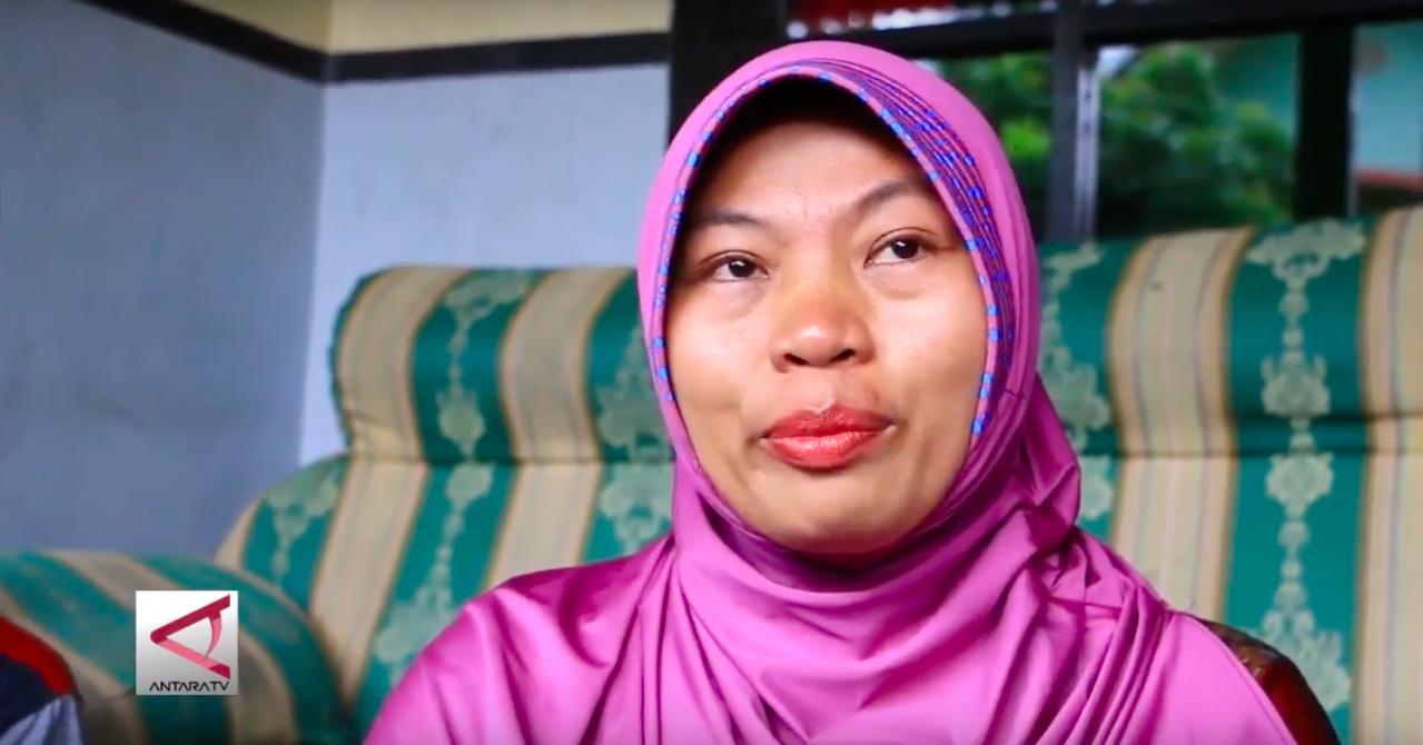 印尼女子馬卡努遭任職的學校校長電話性騷擾,她錄音自保結果遭最高法院判刑六個月。圖...