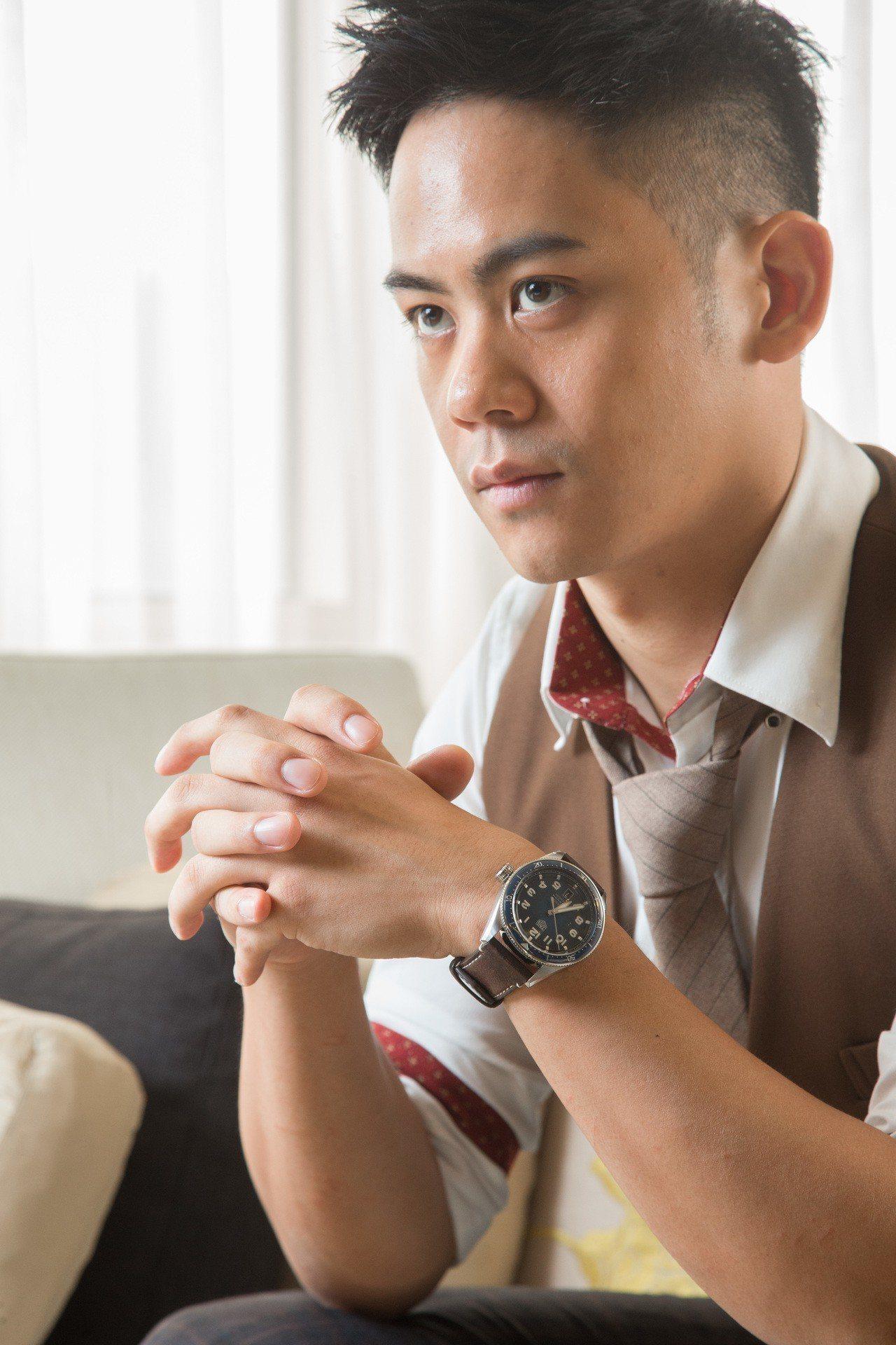 李淳演繹泰格豪雅Autavia系列腕表,約11萬7,800元。記者陳立凱/攝影