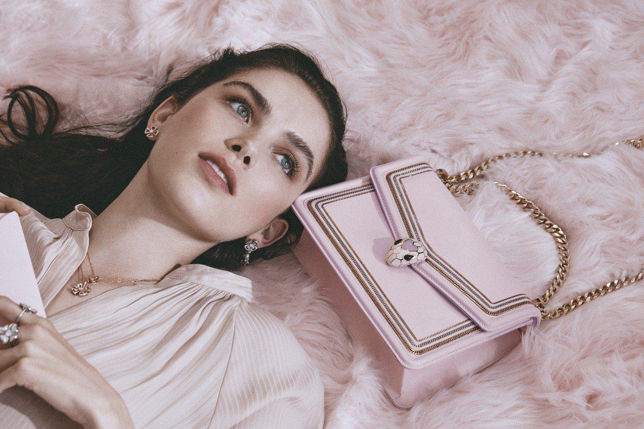 每次一推出都會被秒殺的寶格麗七夕情人節組合,今年再度主打粉紅色系包款,讓女生們第...