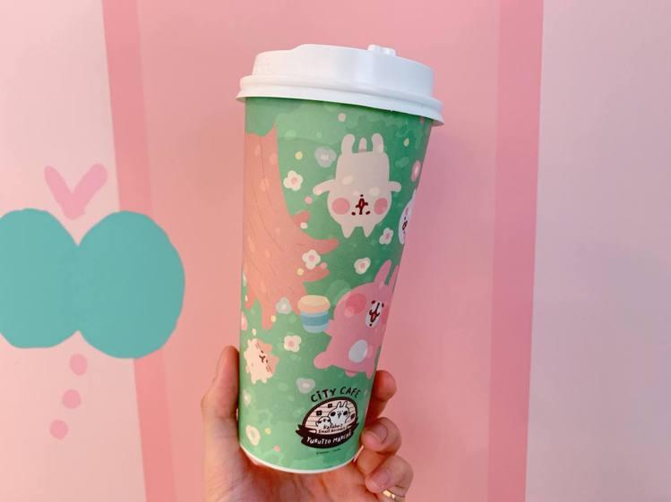 「CITY CAFEX 卡娜赫拉的小動物聯名咖啡杯」化身IG打卡必備單品。記者徐...