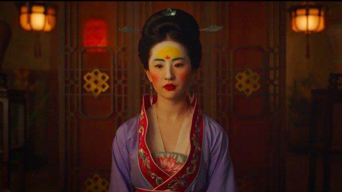 劉亦菲在「花木蘭」的相親妝容就是北魏時期的女子妝容。圖/擷取自Youtube