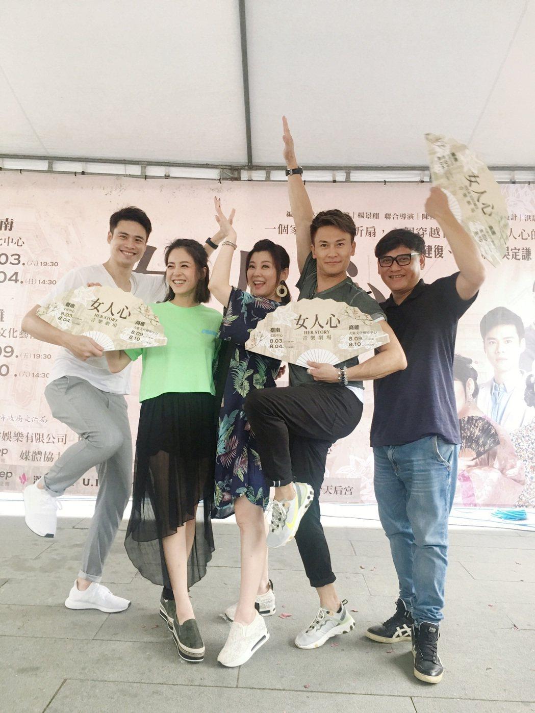 吳定謙(左起)、蘇晏霈、方馨、王建復、桑布伊到台南辦粉絲會。圖/民視提供