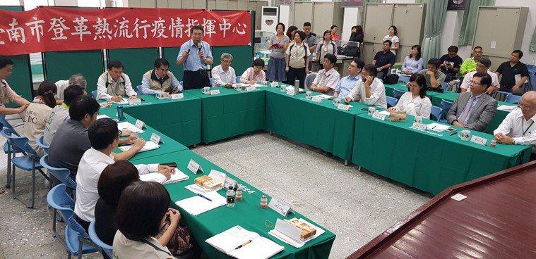 台南市長黃偉哲今天在登革熱防治中心成立顧問團。記者修瑞瑩/攝影