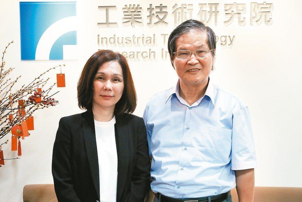 工研院產業學院執行長周怡君(左)與訓練長王本耀。 曹松清/攝影