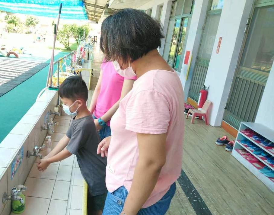 衛生局呼籲孩童要養成良好衛生習慣,手部衛生更為預防腸病毒感染首要預防方法。 圖/...