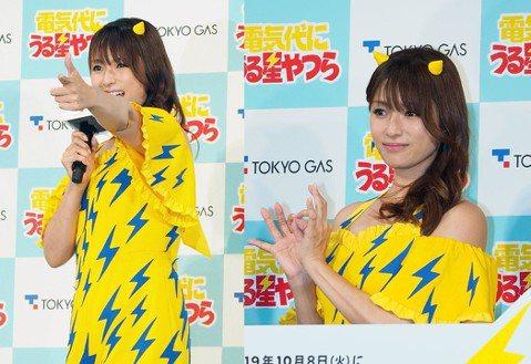 女星深田恭子日前出席代言活動,她身穿黃色印有閃電圖樣的連身短褲亮麗現身,頭上還有兩個角看起來超級俏皮,已經年過30但又還能裝可愛卻如此無違和的女星,應該也只有深田恭子了吧!她這天穿得服裝,與她前陣子...