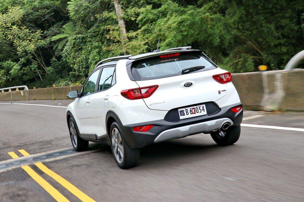 由於車重僅1205kg,加上動力輸出又頗為充裕的情況下,Stonic在性能端上的...