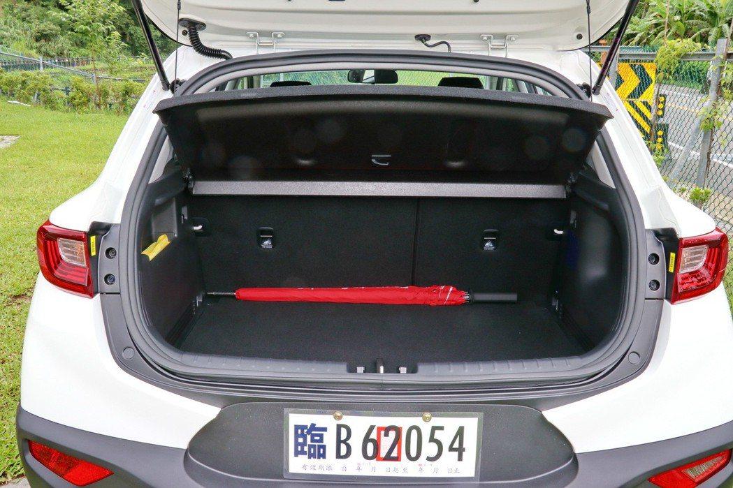 後行李廂在一般狀態下可提供352L的容量。 記者陳威任/攝影