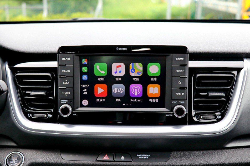 中控台設有7吋多媒體影音觸控系統,支援Apple CarplayTM及Andro...
