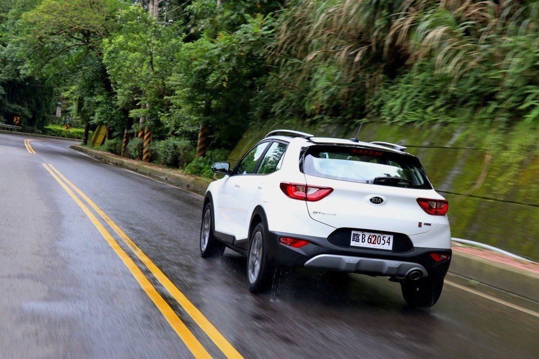KIA Stonic是兼具駕馭樂趣的車款。 記者陳威任/攝影