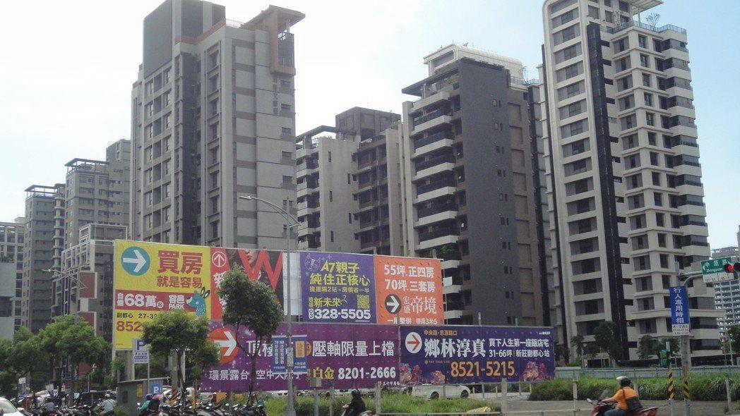 在大型重劃區購屋,必須注意周邊建案的動態。圖/倪子仁提供