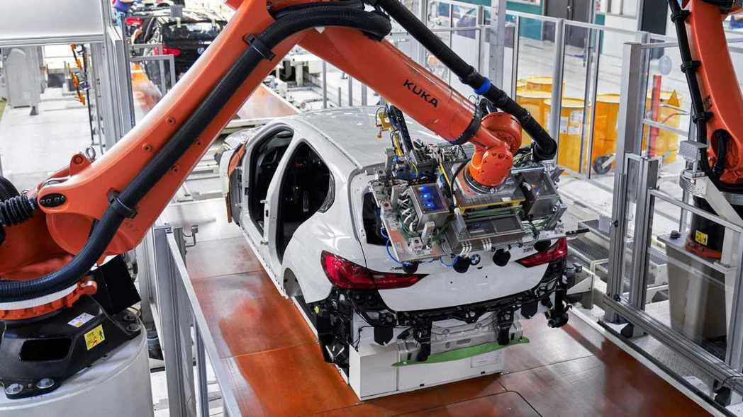 據傳BMW有意開發最大馬力超過400hp的1 Series來對抗全新Merced...