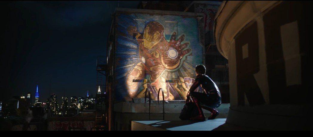 「鋼鐵人」對於剛加入復仇者聯盟的「蜘蛛人」影響很深。 圖/截自Spider-Ma...