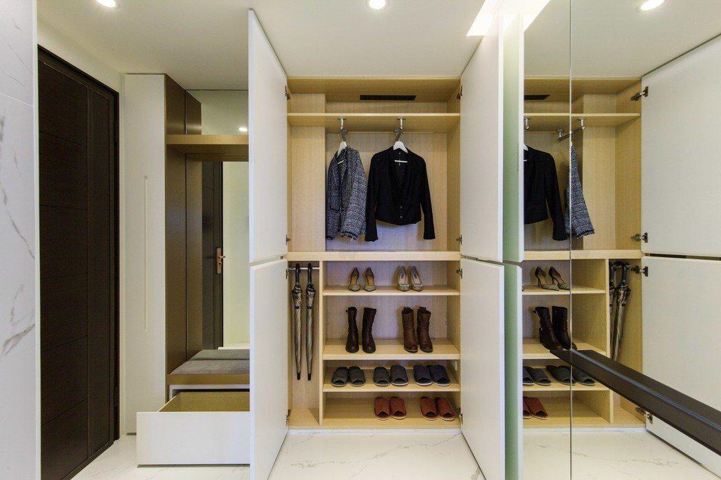 暖心配備,全室配備內建換氣抽風區(暢氣櫃),以及廚房配置電器櫃,讓您便利好生活。...