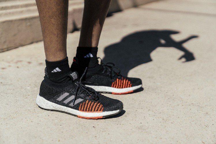 adidas與音樂串流平台Spotify合作,跑者僅需掃描置於鞋舌的QR cod...
