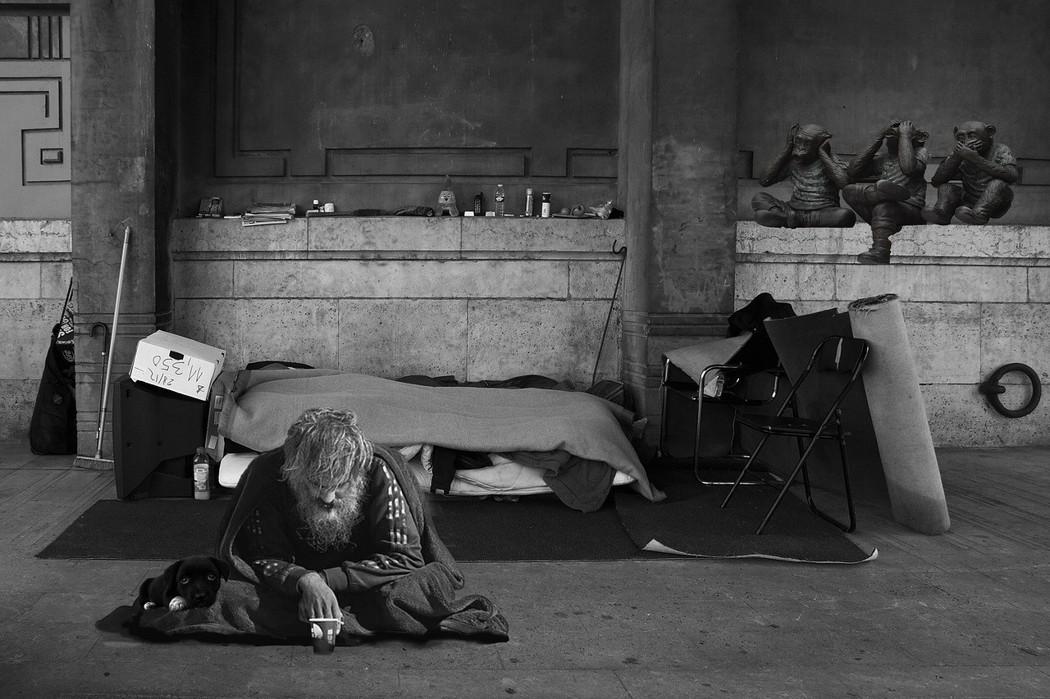 年輕社工的淚水/你不伸手,他會在這裡躺多久?我想要在「這裡」安居