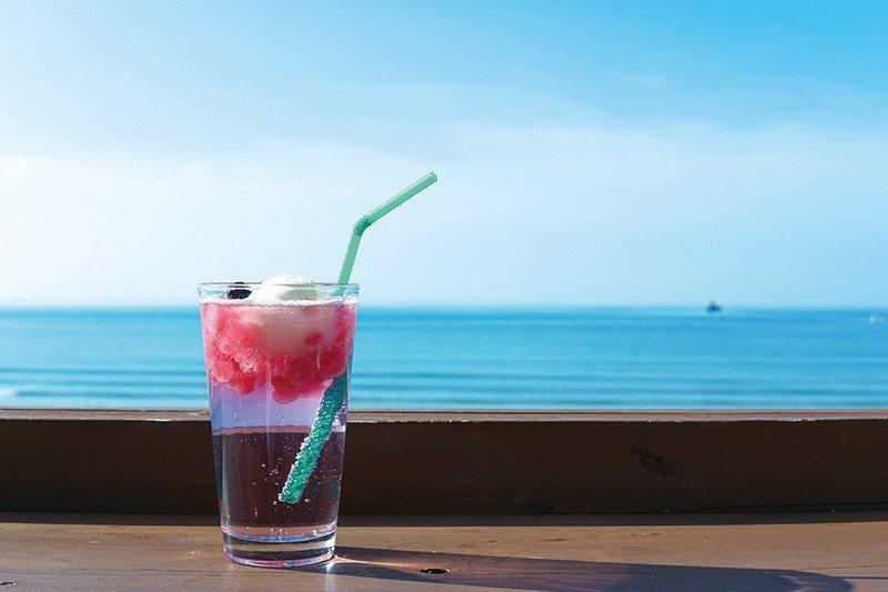 巨峰ソーダ(巨峰葡萄汽水)¥500/杯/還有芒果、檸檬等其他口味。