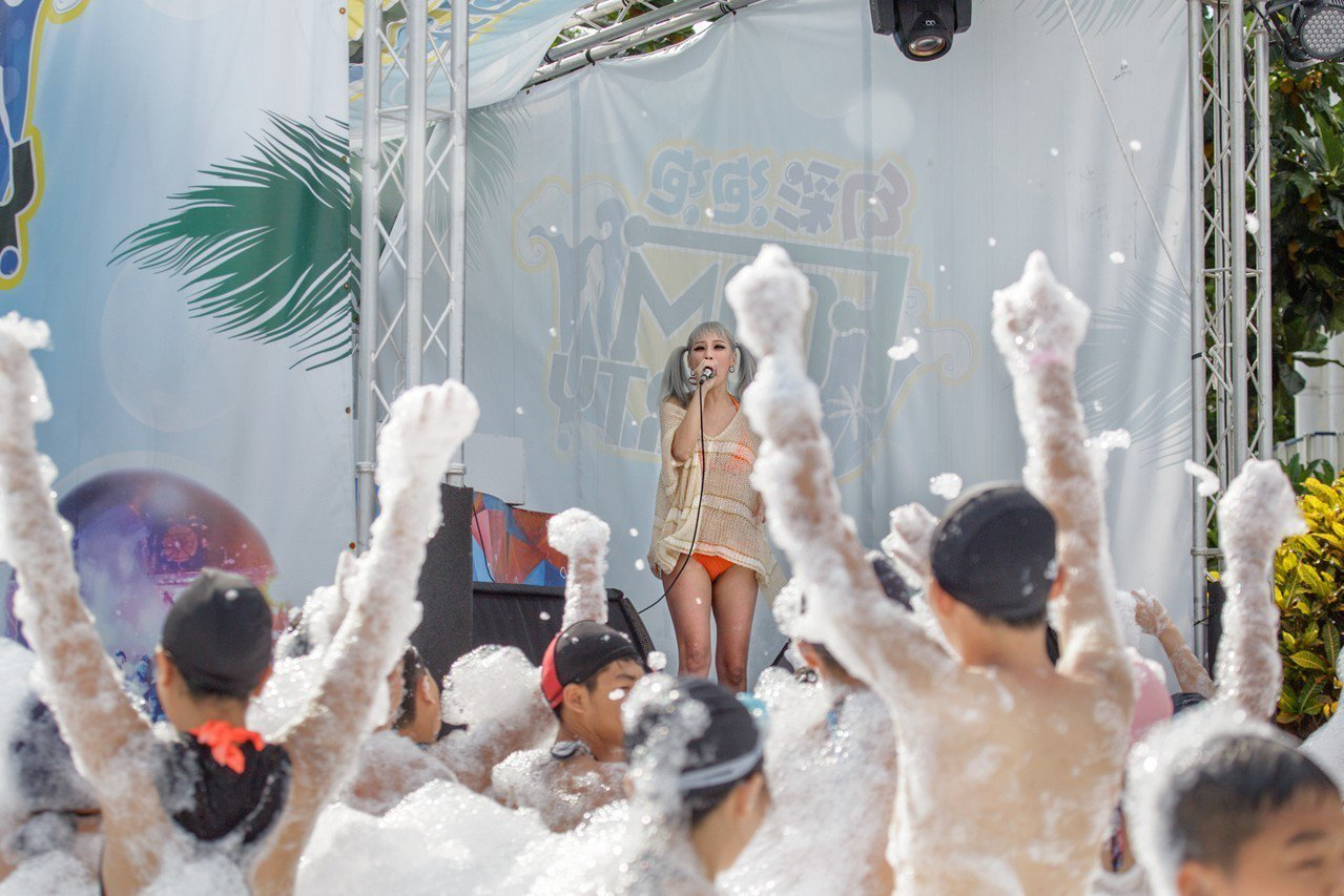 麗寶樂園馬拉灣水樂團,推出電音泡泡趴。圖/麗寶樂園提供