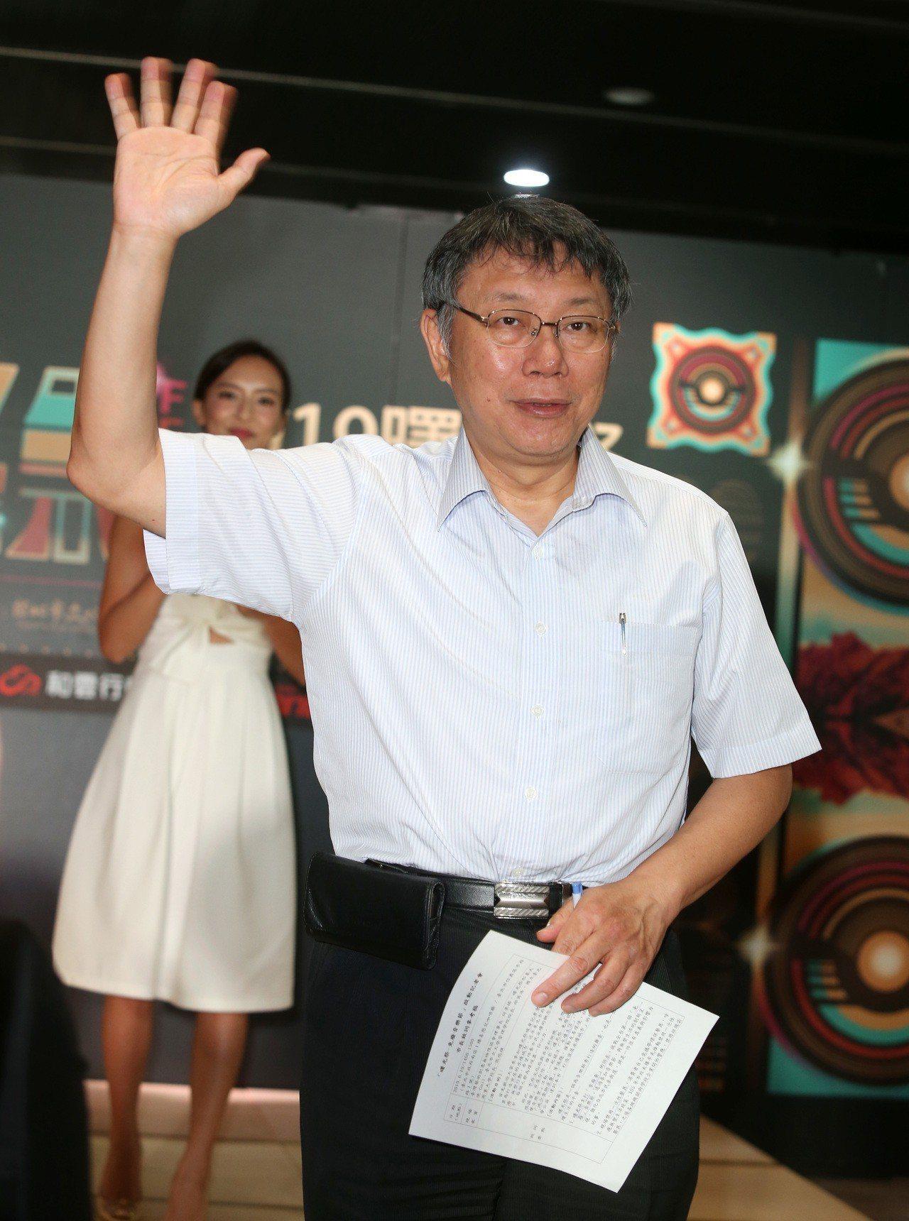 國民黨台北市議員鍾小平投靠,台北市長柯文哲說,人會隨時間變化,他在台北市長任內做...